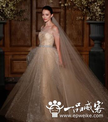 彩色婚纱礼服也时尚  2014年最流行的彩色婚纱礼服