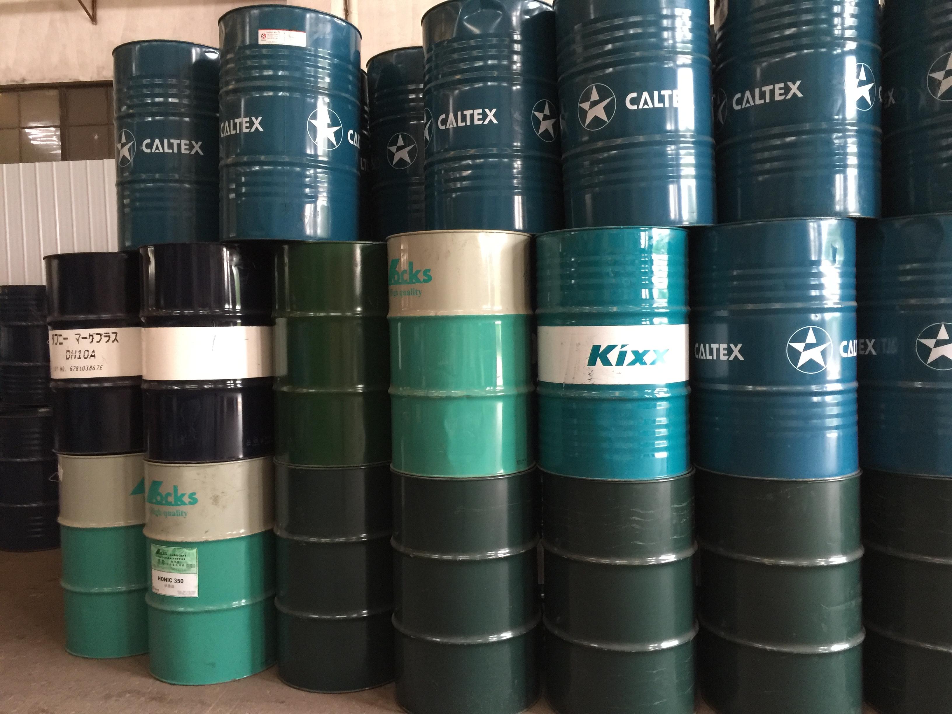 具体要求:需要设计一款200L油桶桶面包装,无具体颜色要求,整体设计需大方简洁,不繁琐,凸显商标logo。 200L铁桶为常规液体包装桶,可百度参考雪佛龙,加德士等大品牌的油桶包装设计。 附件是我们的Manto品牌logo和200L铁桶,供参考