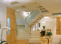 白色的S造型楼梯设计欣赏