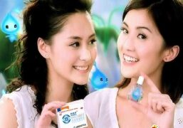 明星广告:双生小魔女Twins珍视明滴眼液