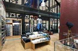 巴黎UNIQLO优衣库专卖店设计